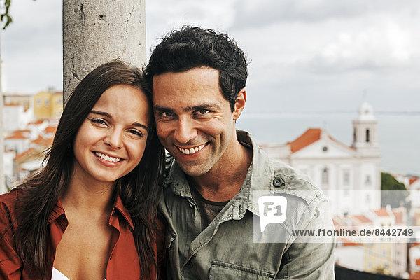 Portugal  Lisboa  Alfama  Miradouro de Santa Luzia  Porträt eines jungen Paares