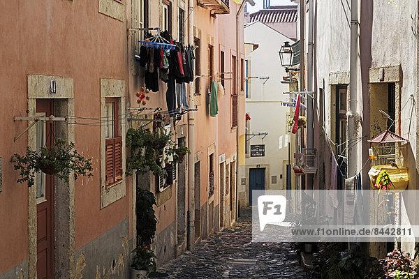 Portugal  Lissabon  Alfama  Blick auf die Rua de Santa Cruz do Castelo