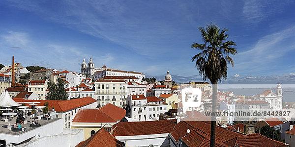 Portugal  Lissabon  Alfama  Largo das Portas do Sol  Blick über die Dächer