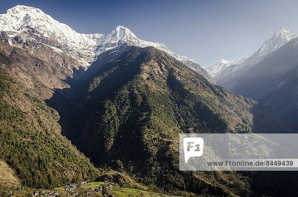 Menschen im Hintergrund  Hintergrundperson  Hintergrundpersonen  Himalaya  Annapurna  Asien  Nepal  Süden