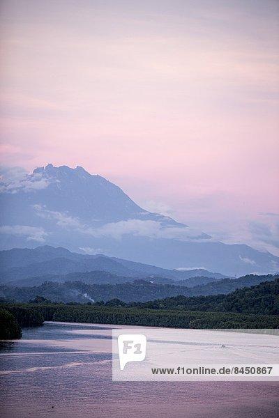 über  Fluss  Ansicht  Berg  Südostasien  Asien  Malaysia  Sabah