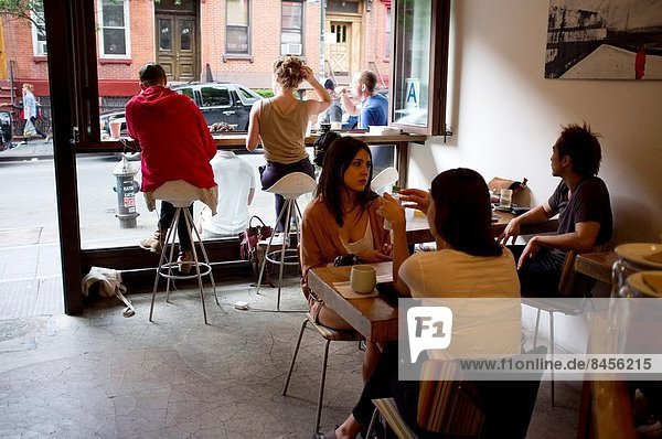 Hipsters in Williamsburg  Brooklyn  New York City  USA