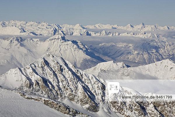 Zillertaler Alpen im Winter  hinten die Venedigergruppe  vom Hintertuxer Gletscher  Zillertal  Tirol  Österreich Zillertaler Alpen im Winter, hinten die Venedigergruppe, vom Hintertuxer Gletscher, Zillertal, Tirol, Österreich