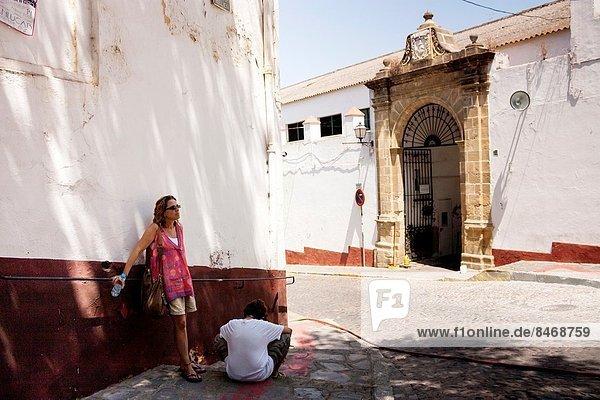 Tourists resting at Sanlúcar de Barrameda. Cádiz. Andalucia. Spain.