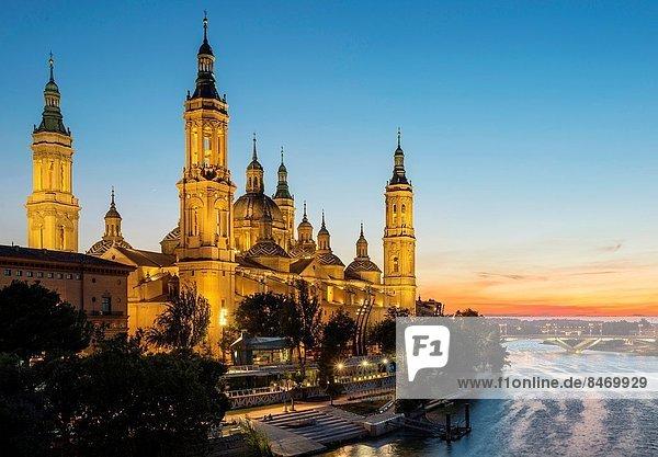 über  Fluss  Basilikum  Aragonien  Spanien  Zaragoza