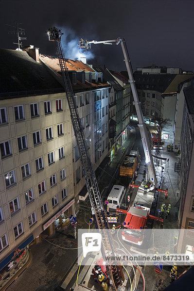 Dach Gebäude Feuer Nachbarschaft Bayern Deutschland München