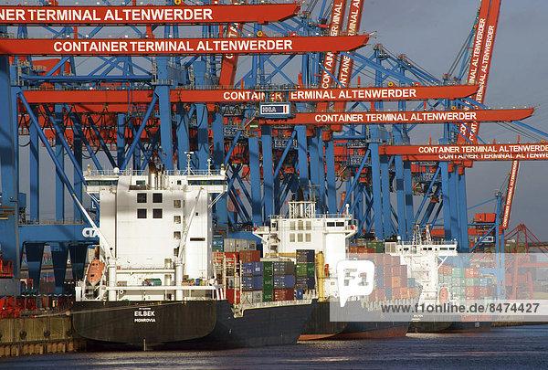Containerterminal Altenwerder mit Feederschiffen  Hamburg  Deutschland
