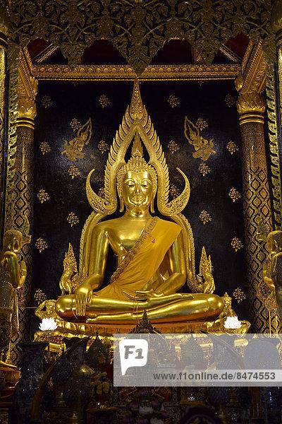 Buddhastatue Phra Phuttha Chinnarat  Tempel Wat Phra Si Rattana Mahathat oder Tempel Wat Yai  Phitsanulok  Nordthailand  Thailand
