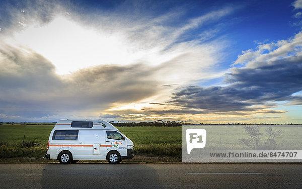 Kleintransporter Fernverkehrsstraße camping Australien Lieferwagen Western Australia