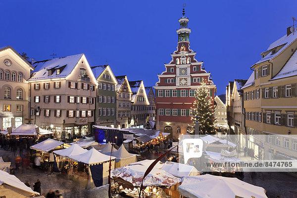 Weihnachtsmarkt vor dem alten Rathaus  Esslingen am Neckar  Baden-Württemberg  Deutschland