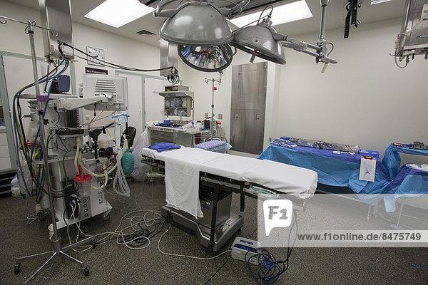 Operationssaal  bereit für eine Operation  Karmanos Cancer Institute  Detroit  Michigan  USA