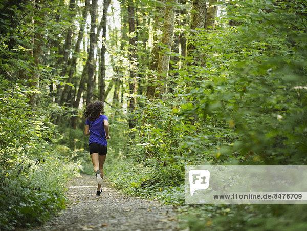 Frau  Wald  Rückansicht  joggen  Ansicht  jung