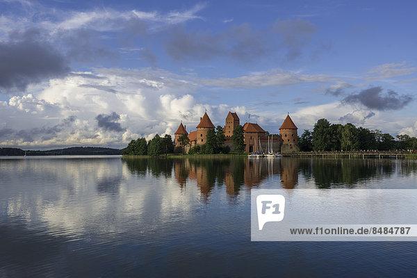 Wasserburg Trakai im Galvesee  Trakai  Bezirk Vilnius  Litauen