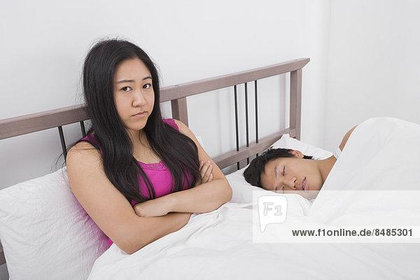 Portrait  Frau  Mann  Traurigkeit  Bett  schlafen