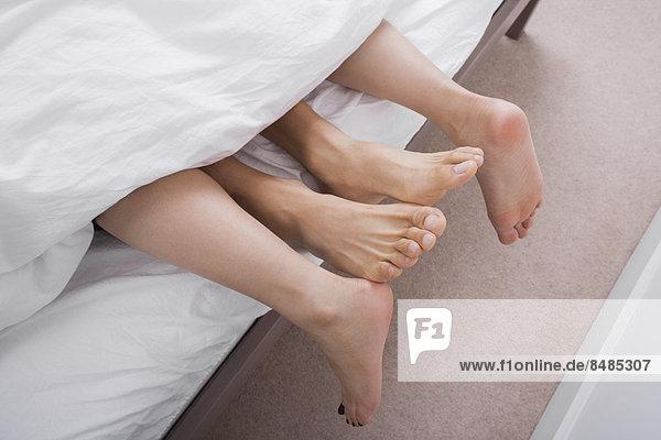 niedrig  Anschnitt  Hingebung  Bett