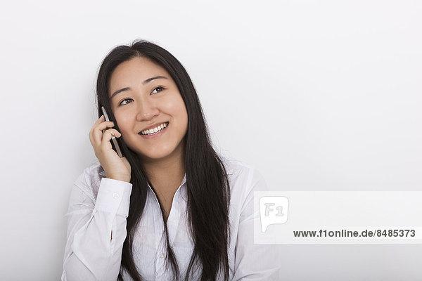 Frau  antworten  Fröhlichkeit  Telefon  weiß  Hintergrund  Handy