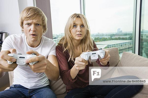 Interior  zu Hause  Zimmer  Spiel  jung  Camcorder  Wohnzimmer  spielen