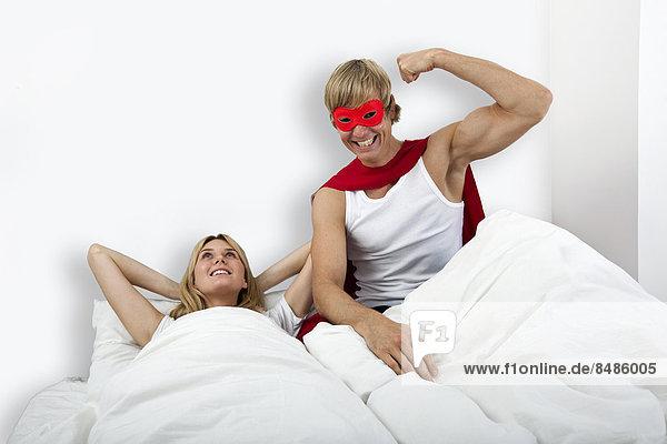 Portrait  Frau  Mann  Superheld  Bett  Kostüm - Faschingskostüm