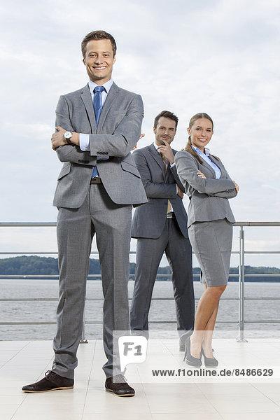 stehend  Portrait  Geschäftsmann  Himmel  Hoffnung  Terrasse  Länge  Kollege  voll