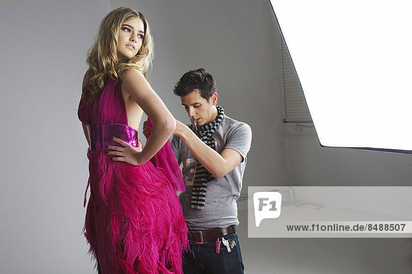 Modell  berichtigen  Designer  Studioaufnahme  Kleid  Mode
