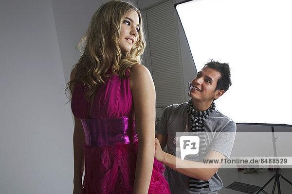 berichtigen  Designer  Studioaufnahme  Kleid  Mode