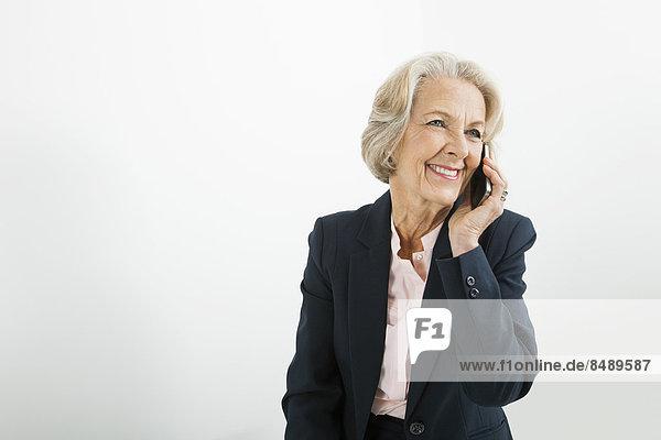 Senior  Senioren  benutzen  Geschäftsfrau  Telefon  Büro  Handy