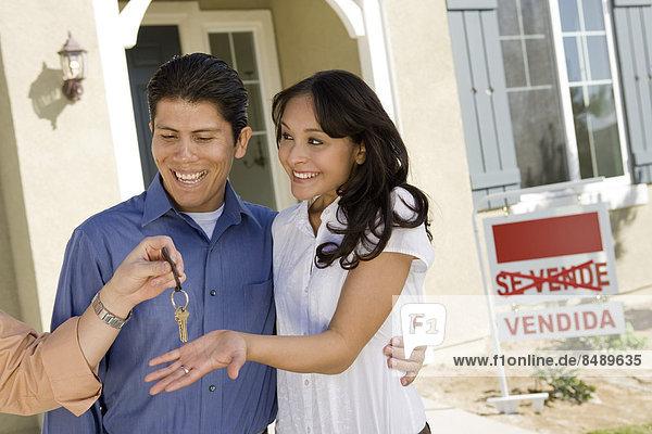 nehmen Wohnhaus kaufen jung Schlüssel