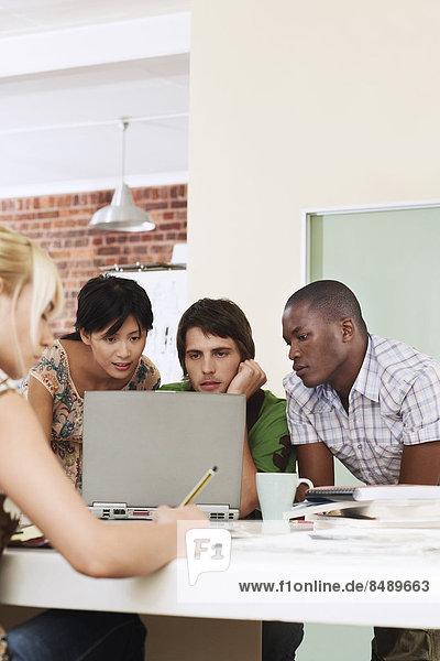 4  Mensch  Notebook  Menschen  Besuch  Treffen  trifft