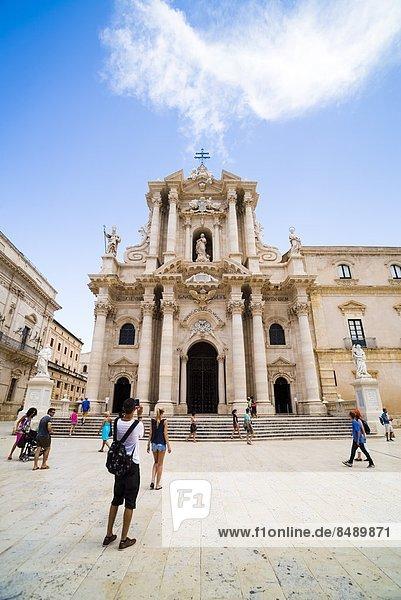 Europa  Tagesausflug  Tourist  Kathedrale  UNESCO-Welterbe  Italien  Ortigia  Sizilien  Syrakus