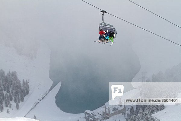Drei Personen im Skilift in Kuhtai  Österreich
