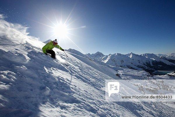 Skifahrer abseits der Piste in Kuhtai  Tirol  Österreich