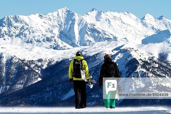 Snowboarder in Serre Chevalier  Briancon  Frankreich
