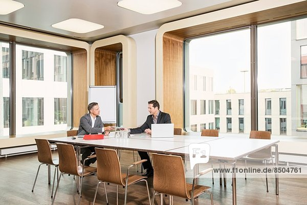 Unternehmertreffen im Konferenzraum