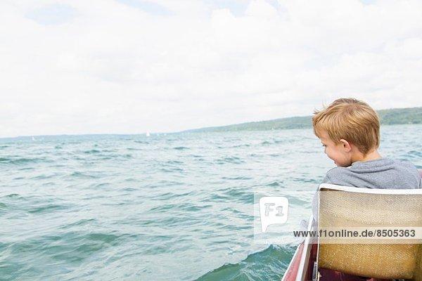 Junge im Tretboot  Ammersee  Bayern  Deutschland