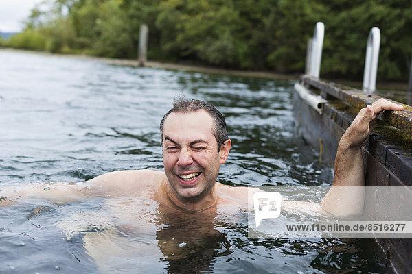 Europäer  Mann  See  schwimmen