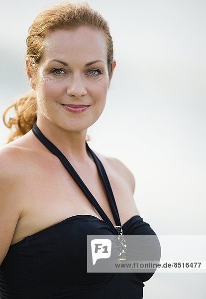 Außenaufnahme  Europäer  Frau  Badeanzug  Kleidung  freie Natur