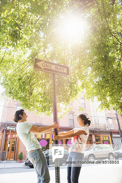 angelehnt  Straße  Zeichen  1  Signal  Weg