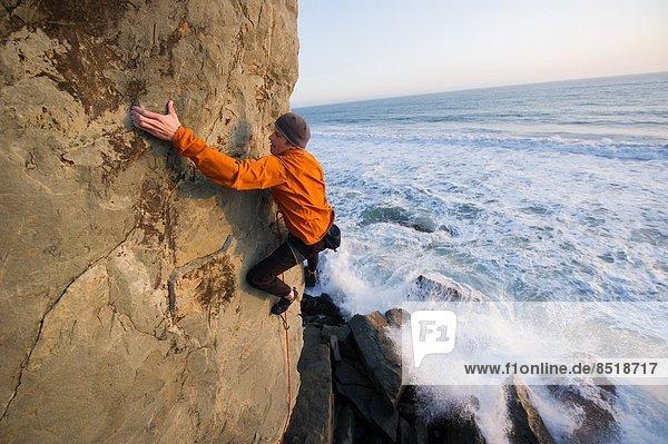 Mann  Strand  Klettern  Kalifornien