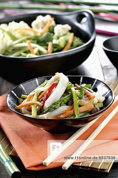 Wok vegetables with squid (vertical) *** Local Caption *** Wok de verduras con calamares (vertical)