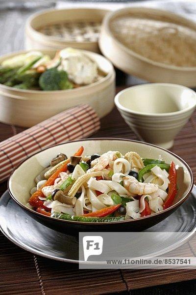 Eastern Saut'ed strips of rice (vertical) *** Local Caption *** Salteado oriental con cintas de arroz (vertical)