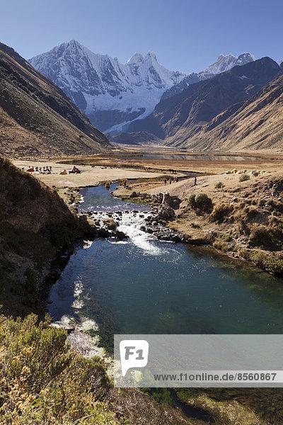 Fluss bei der Laguna Jahuacocha  Cordillera Huayhuash  Peru