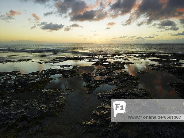 Sonnenuntergang am Ka'ena Point State Park  Oahu  Hawaii  USA