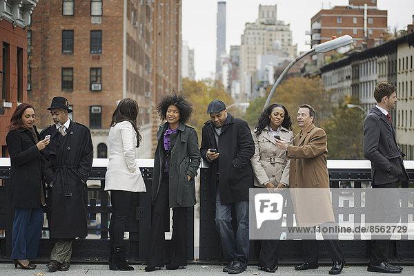 Mensch Menschen Menschengruppe Menschengruppen Gruppe Gruppen Stadtleben gehen