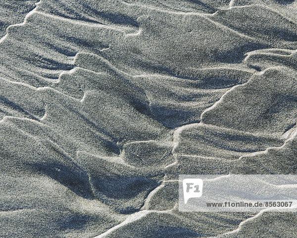 Nahaufnahme von erosiven Sandmustern am Strand und in der Gezeitenzone  Ocean Park