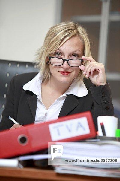 Frankreich  junge Sekretärin und Steuerberaterin.
