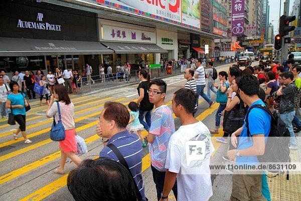 überqueren  Frau  Mann  Straße  kaufen  Fußgänger  China  Prince Edward Island  Ortsteil  Hongkong  Nathan Road