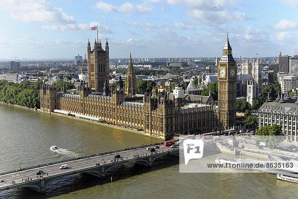 Morgen Großbritannien Beleuchtung Licht Gebäude Fluss Themse Parlamentsgebäude Palast Schloß Schlösser groß großes großer große großen Big Ben UNESCO-Welterbe City of London England rechts