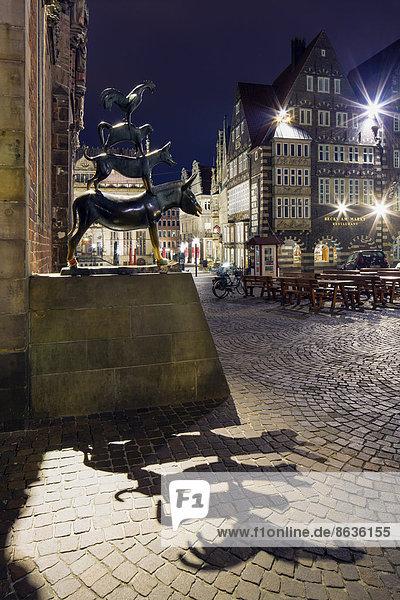 Bronze sculpture of the Bremen Town Musicians  by artist Gerhard Marcks  historic town centre  Bremen  Germany
