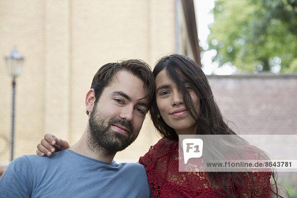Nahaufnahme eines jungen Paares  Porträt