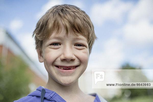 Porträt des lächelnden Jungen  Nahaufnahme